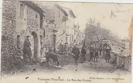 84  Vaugines  La Rue Des Crottes - Francia