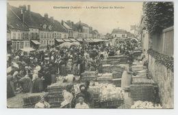 COURTENAY - La Place Le Jour Du Marché - Courtenay