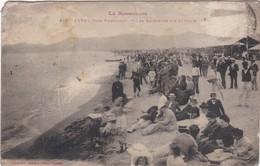 F66-012 CANET - Les Baigneurs Sur La Place - Canet Plage