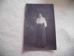 BELLE CARTE PHOTO ..FEMME POSANT ..PHOTO VALENTIN BERGZOLL ..STRASBOURG-KRONENBOURG - Women