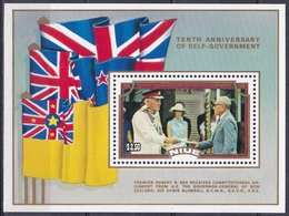 Niue 1984 Geschichte Selbstverwaltung Autonomie Politiker Politicans Rex Blundell Fahnen Flaggen Flags, Bl. 78 ** - Niue