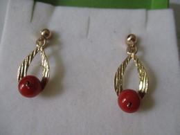 Orecchini Pendenti In Oro Con Corallo - Earrings
