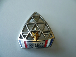 BROCHE  STATION LES ARC   UNE ETOILE  DECAT   PARIS - Sports D'hiver