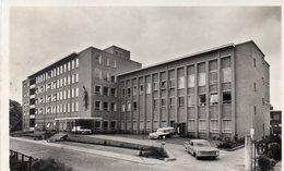 St Lucas Ziekenhuis, Winschoten. Voitures Américaines, Ambulance, Automobile Chevrolet Impala. - Winschoten