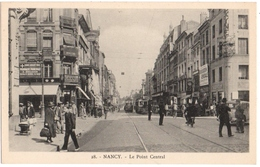 NANCY (54)  LE POINT CENTRAL. 2 PHARMACIES. OPTICIEN. CHAUSSURES RAOUL. TRAMWAY. EDITEUR ROYER. - Nancy
