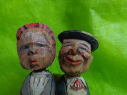 Ancien Bouchon Artisanal En Bois Articulé Couple (ils Se Font Un Bisou) - Art Populaire