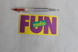 FUN  RADIO  1 LOT 4 AUTOCOLLANTS    1 Autocollant - Adesivi