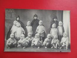 CPA PHOTO FETE ECOLE  CARNAVAL ENFANTS DEGUISEMENT POUSSINS - Photographs