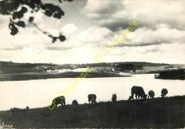 19.  Commune De PEYRELEVADE . Coucher De Soleil Sur Le Lac Du Chammet . - Autres Communes