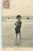 Aux Bains De Mer .  ( Costume De Bain à La Plage ) . - Cartes Postales
