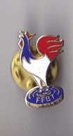 PIN'S THEME SPORT  COQ FRANCAIS  FEFERATION FRANCAISE DE BALL TRAP - Badges