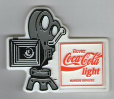 MAGNET  COCA COLA LIGHT      CAMERA PROJECTEUR DE CINEMA - Advertising