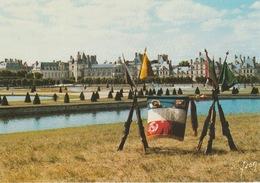 18 / 6 / 429  -   FONTAINEBLEAU  ( 77 )  - ETENDARD  ET  FANION  DU  120 è  EÉGIMENT  DU  TRAIN - C.P.M. - Fontainebleau