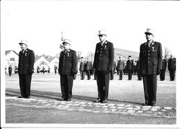 Photo Bourges  , Militaires AEAM , Stage ALAT N° 26 Mécaniciens Janvier 57 à Mai 57 , Remise Décorations . - Guerre, Militaire
