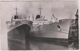 76  Le Havre   Les Deux Paquebots  Jumeaux A Quai  Flandre Et Antilles - Le Havre