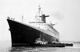 7X5 PHOTO OF SS FRANCE AT SOUTHAMPTON - Boats