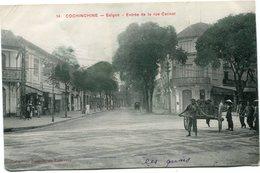 INDOCHINE CARTE POSTALE DE COCHINCHINE -SAIGON -ENTREE DE LA RUE CATINAT - Postales
