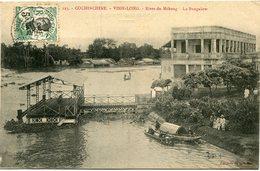 INDOCHINE CARTE POSTALE DE COCHINCHINE -VINH-LONG -RIVES DU MEKONG -LE BUNGALOW AYANT VOYAGEE - Postales