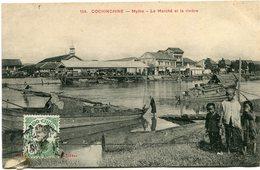 INDOCHINE CARTE POSTALE DE COCHINCHINE -MYTHO - LE MARCHE ET LA RIVIERE AYANT VOYAGEE - Postales