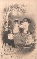 CINQ ENFANTS JOUANT AU PHOTOGRAPHE CARTE PRECURSEUR CIRCULEE - Scènes & Paysages