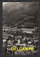 DF / 74 HAUTE SAVOIE / LATHUILE / VUE AÉRIENNE DU CENTRE DU VILLAGE ET LA MONTAGNE D' ENTREVERNE - Autres Communes