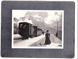 Photo Originale Sur Carton : Chamonix (74) Train En Gare Du Montenvers, La Mer De Glace En Arrière Plan - Trains