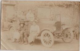 CPA PHOTO GUERRE 1917 1918 Groupe Soldats Américains Uniformes Auto Tacot Vue Non Localisée En Zone Rurale - Weltkrieg 1914-18
