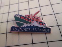 813E Pin's Pins / Beau Et Rare / THEME : BATEAUX / SAUVETAGE EN MER SNSM VEDETTE - Boats