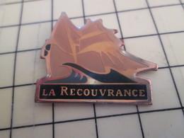 910d Pin's Pins / Beau Et Rare / THEME : BATEAUX / VOILE VOILIER VIEUX GREEMENT BRETAGNE LA RECOUVRANCE - Boats
