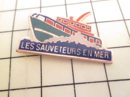 910d Pin's Pins / Beau Et Rare / THEME : BATEAUX / VEDETTE SNSM SAUVETEURS EN MER - Boats