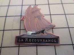 1010 Pin's Pins / Beau Et Rare / THEME : BATEAUX / VOILE VOILIER VIEUX GREEMENT BRETAGNE LA RECOUVRANCE - Boats