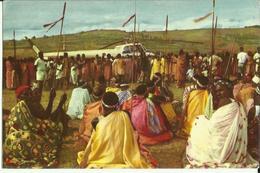 Ruanda-Urundi - Voyage Du Roi Au Congo été 1955 - La Foule Contemple L' Hélicoptère  (2 Scans) - Ruanda-Urundi