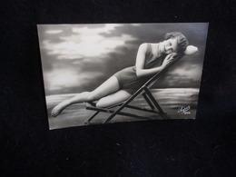Scènes De Plage . Au Bain .Baigneuse .Carte Photo .Montage Studio Photographe .Voir 2 Scans . - Postcards