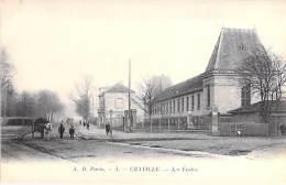 92 - CHAVILLE : Les Ecoles ( Animation - Voture à Cahevl : Tombereau ) CPA - Hauts De Seine - Chaville