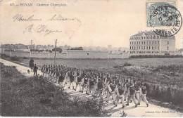MILITARIA ( Casernes ) 17 - ROYAN : Caserne CHAMPLAIN ( Animation : Défilé De Troupes ) CPA - Charente Maritime - Casernes