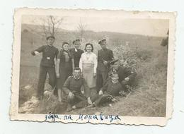 Men And Women Pose For Photo   -vf574-68 - Personnes Anonymes