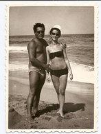 Photo Originale , Couple En Maillot De Bain , Dim. 6.0 X 9.0 Cm - Anonymous Persons