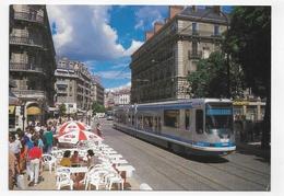 GRENOBLE - LE TRAMWAY CENTRE VILLE - RUE MOLIERE ET PLACE VICTOR HUGO - CPM GF NON VOYAGEE - Grenoble