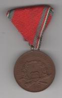 Hongrie: Médaille De 1958. Voir Scan Et Descriptif Pour Détails - Médailles & Décorations