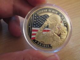 Superbe Medaille Polychrome Commémorative DEBARQUEMENT NORMANDIE 1944 Env 40 Mm , état Neuf Jamais Sorti De Boite - Francia