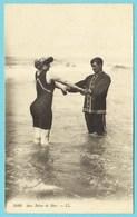 CPA Aux Bains De Mer (baigneurs) - Couples