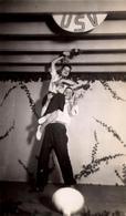 Photo Originale Danse & Couple De Danseurs Rock Et Porté De Jeune Femme à L' U.S.V. Vers 1940/50 - Sports