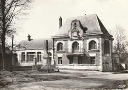 CPSM LE HERIE-LA-VIEVILLE - Mairie-Ecole - Francia