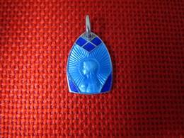Jolie Médaille Sainte Marie Vierge émaillée Bleue Religion Catholique 1950  TBE - Religion & Esotérisme
