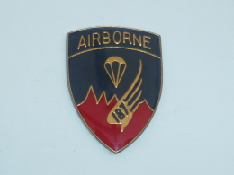 Pin's AIRBORNE, 187°, PARACHUTISTE - Militaria