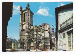 10 Troyes N°10 377 Cathédrale St Pierre Et Paul VOIR 2 ZOOMS Camion Citroën Bleu Ami 6 2CV Et Daf Rouge Simca Ariane - Troyes