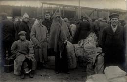 Photo Cp Güstrow In Mecklenburg Vorpommern, Kriegsgefangenenlager, Ankunft Neuer Gefangener, Asiaten - Deutschland