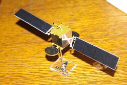 ASTRA SATELLITE Série Limitée 2001 Modèle Réduit à Monter - Modelbouw