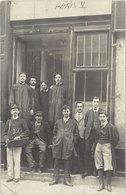 PARIS V° - Carte Photo  - Personnel, Et Facteur Devant Bureau De Poste   (107657) - Unclassified