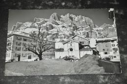 2571    LEUKERBAD - LOÊCHE LES BAINS - Dorfplatz Mit Lesshörner - VS Valais